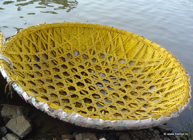 coracle in Hampi